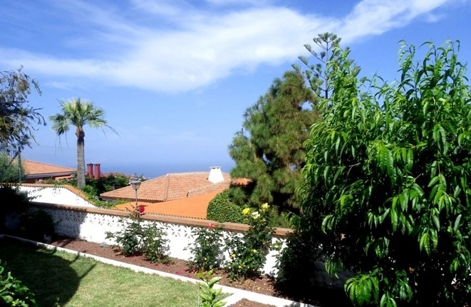 Garden in very quiet location with sun and sea