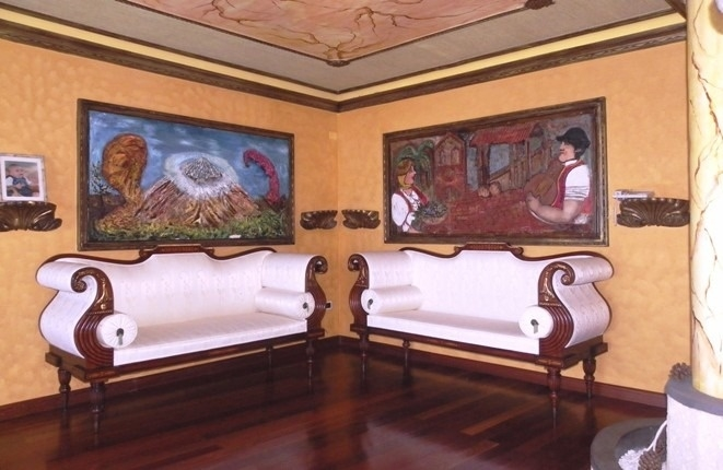 Living room with decorative ceiling design