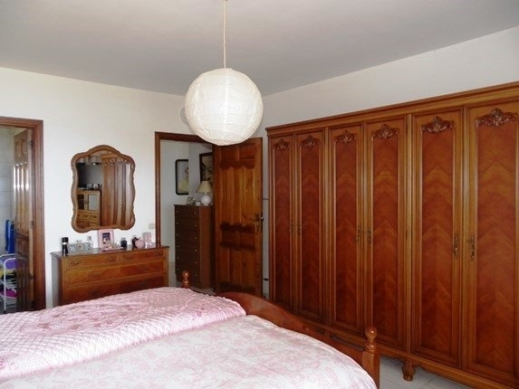 En-suite bathroom and plenty of closet space