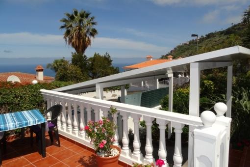 Breakfast terrace and carport ....