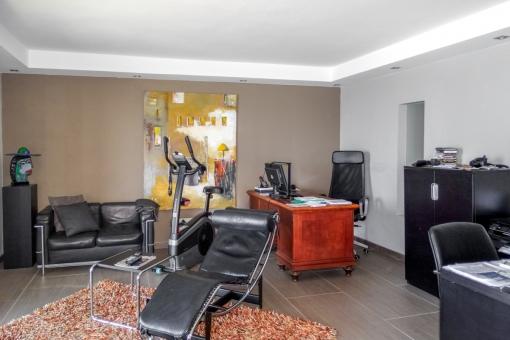 Arbeitszimmer mit Loungebereich