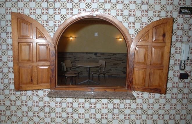 Bar-Küche-Zimmer-Restaurant-Hotel