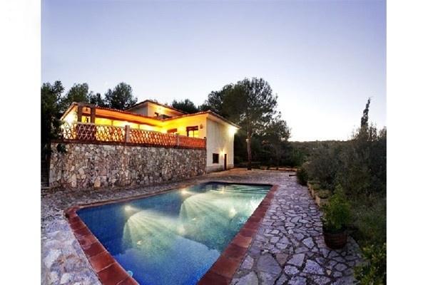 Der große, paradiesische Pool auf der umwerfenden Terrasse