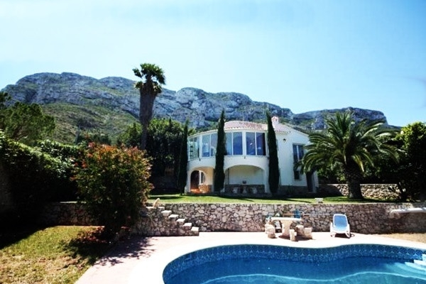 Excellent villa with heavenly views to the sea, spacious garden and pool