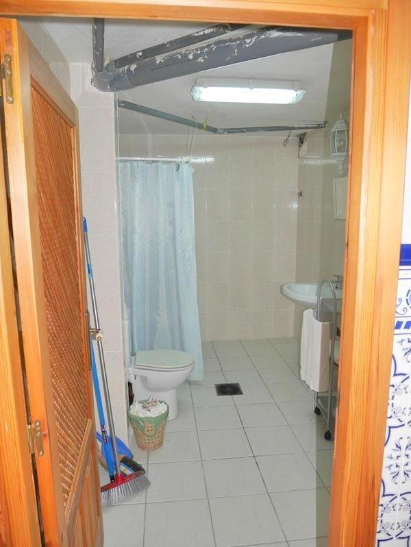 guesthouse - bathroom