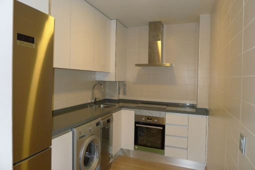 Fully equipped kitchen with laundry